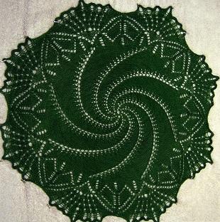Спиральная салфетка спицами