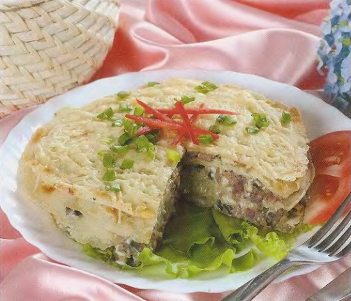 Блинный торт с грибами и мясным фаршем.