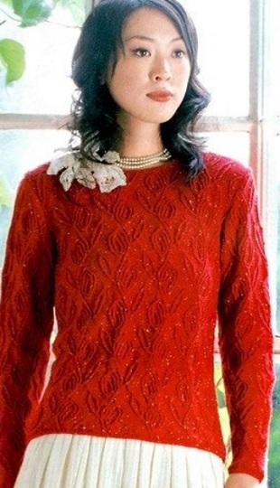 Пуловер с розами спицами
