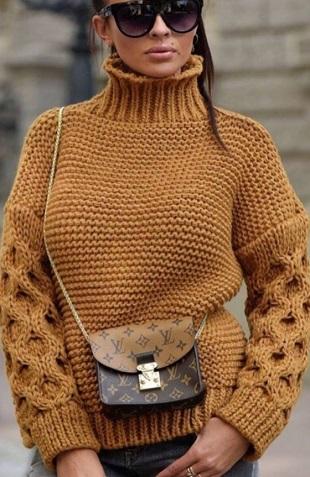 Пуловер крупной вязкой спицами