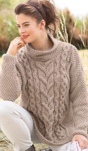 Пуловер цвета кофе с молоком спицами