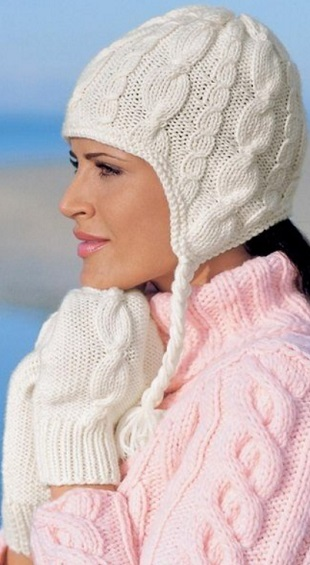 Белая шапка и варежки спицами