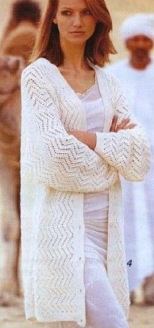 Белый ажурный кардиган спицами