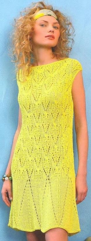Платье лимонного цвета спицами