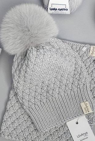 Описание вязания шапки с пампоном спицами